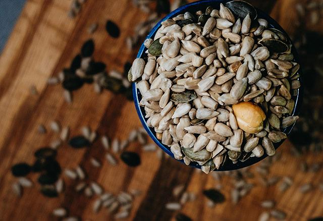 Nuci crude, fructe uscate si seminte